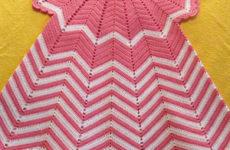 Детское бело-розовое платье крючком
