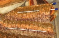Комплект «Поздняя осень» (шарф и варежки спицами)